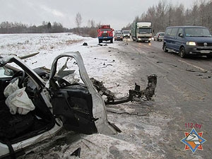 Два человека погибли при столкновении легковушки и фургона в Витебском районе