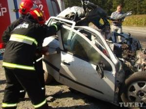 На трассе M10 Opel при обгоне врезался в фуру: погибли мужчина и две женщины (фото)