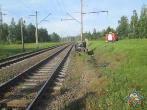 В Борисовском районе VW Golf столкнулся со скорым поездом: водитель погиб