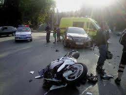 В Гомеле мотоцикл без водителя сбил двух девушек на тротуаре