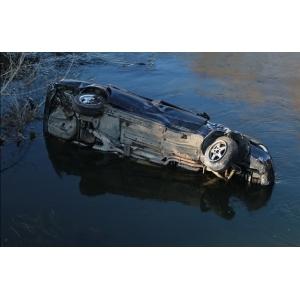 В Волковысском районе двое парней на BMW 5-Series с транзитными номерами вылетели в реку