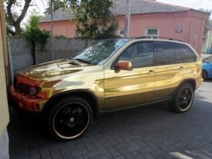 «Золотая» БМВ на улицах Барановичей (фото)